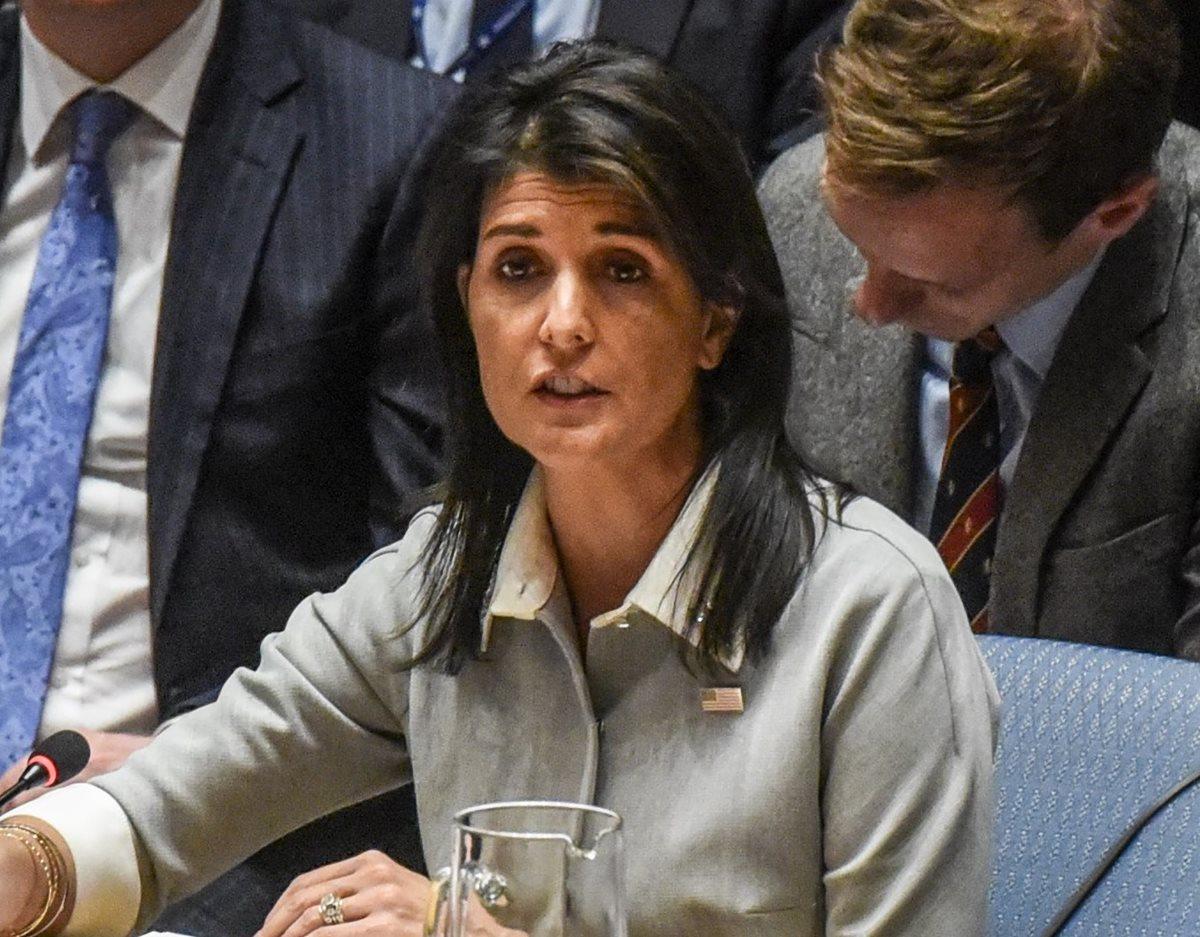 La embajadora de EE. UU. ante la ONU, Nikki Haley, dijo que las mujeres que acusan a Trump de abuso sexual deben ser escuchadas. (Foto Prensa Libre: AFP)