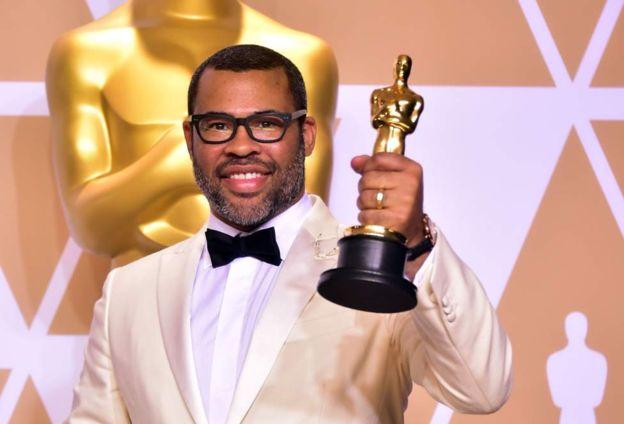 """Jordan Peele recibió el galardón a mejor guion original por """"Get Out"""", una cinta que también estaba nominada a mejor película. GETTY IMAGES"""