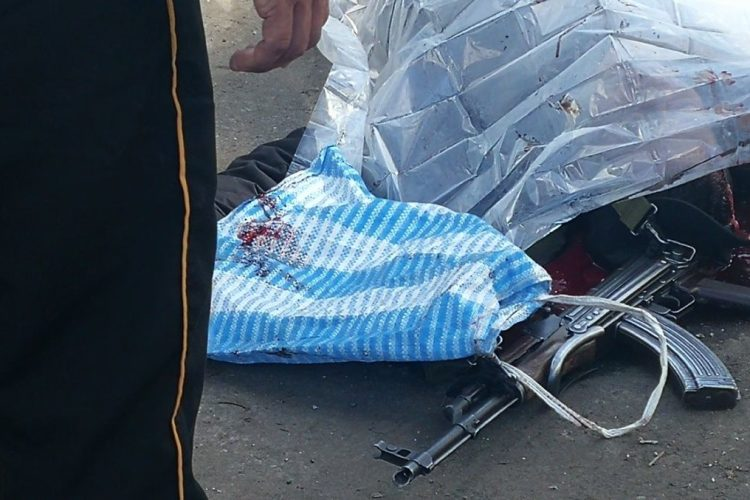 Un fusil ha quedado cerca de uno de los cuerpos de los guardias del Sistema Penitenciario.