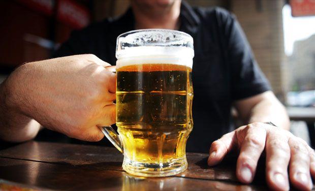 Un joven estadounidense asegura que luego de haber bebido unas 20 cervezas y algo de vodka equivocó la dirección a la que se dirigiría en su viaje en Uber. (Foto HemerotecaPL)