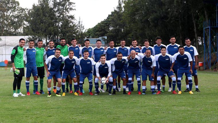 La Selección Nacional de futbol ha desarrollado dos morfociclos de trabajo y está a las puertas de afrontar sus primeros dos fogueos contra Cuba (Foto Prensa Libre: Edwin Fajardo)