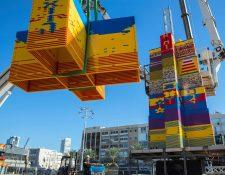 La torre se elabora con más de un millón de piezas de lego (Foto Prensa Libre: AFP)