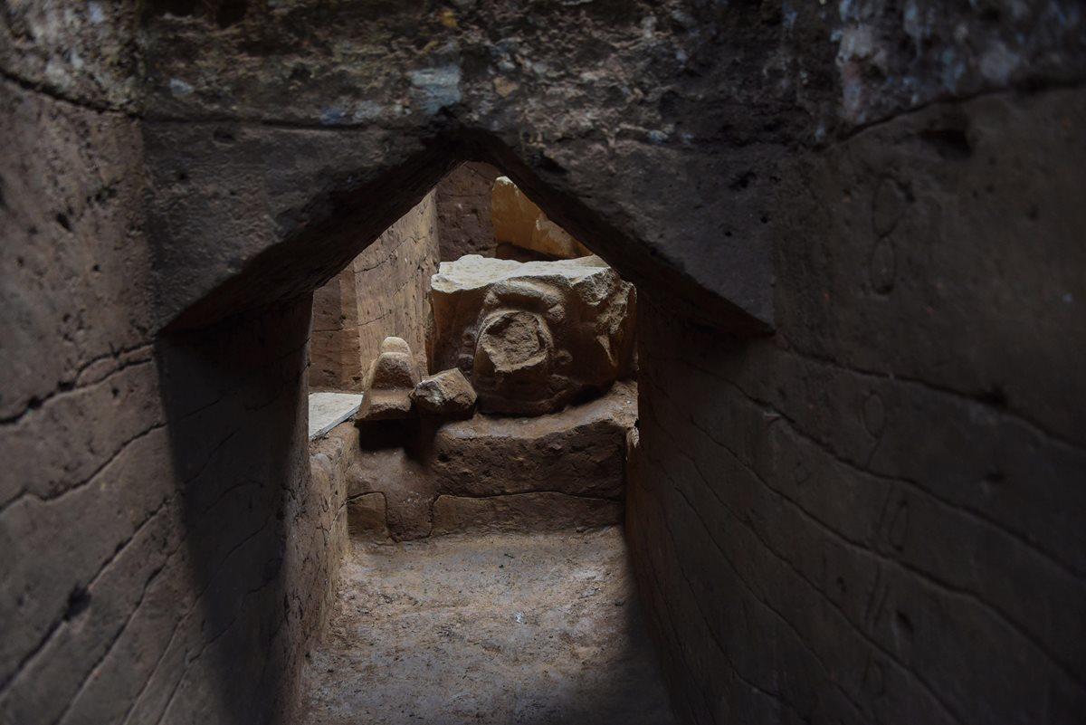 """Descubren el """"Descenso del abuelo"""" monumentos olmecas de hace 2 mil 400 años"""