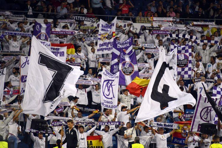 La afición del Real Madrid apoyo a su equipo a pesar del mal momento que están pasando.