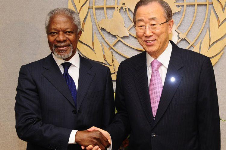 Kofi Annan fungió en 2012 como Enviado Especial Conjunto de ONU y la Liga Árabe para Siria. En la foto aparece con Ban Ki-Moon, Secretario General de Naciones Unidas.