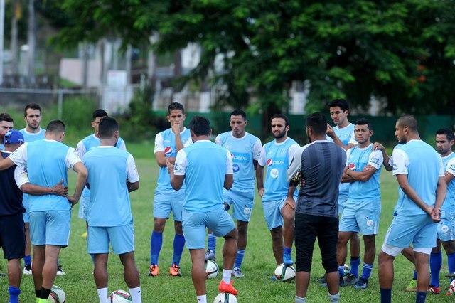 La Selección Nacional se prepara para enfrentar mañana en Puerto España, a Trinidad y Tobago. (Foto Prensa Libre: Edwin Fajardo)