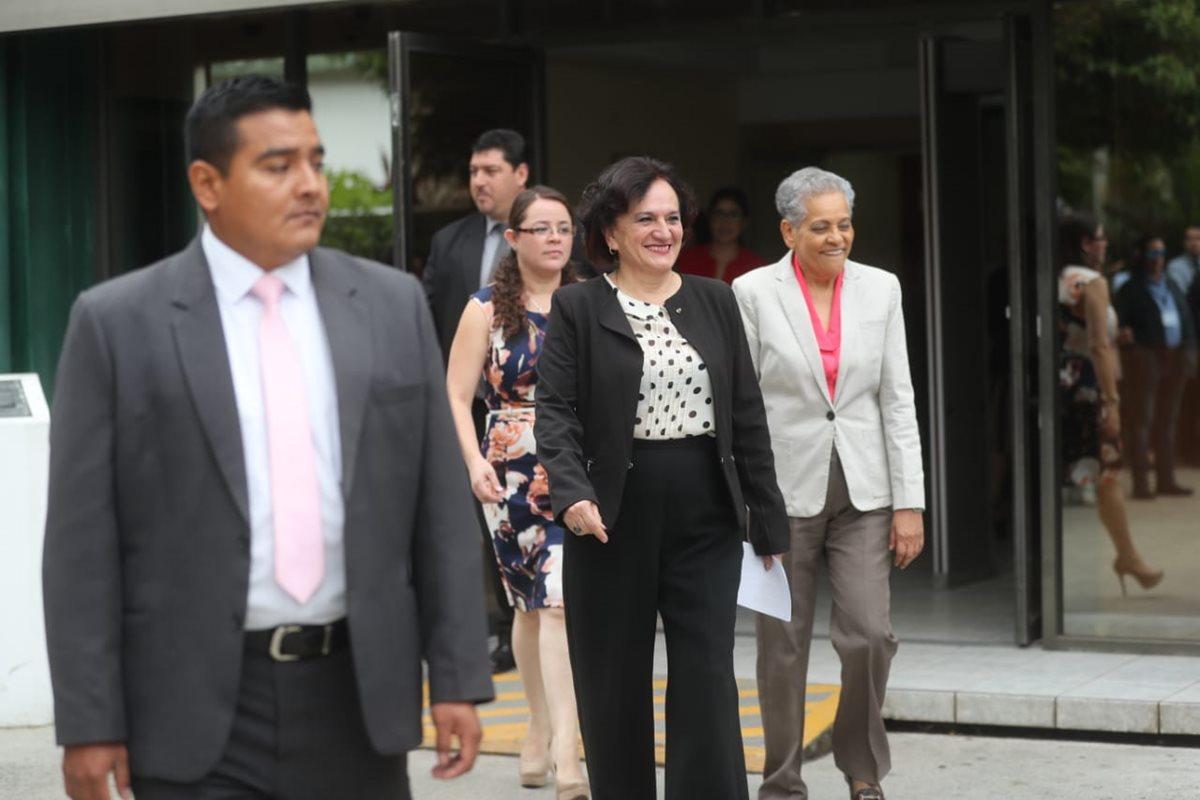 Morfín instó a los colaboradores de la PGN a que continúen la labor a favor de la institución. (Foto Prensa Libre: PGN)