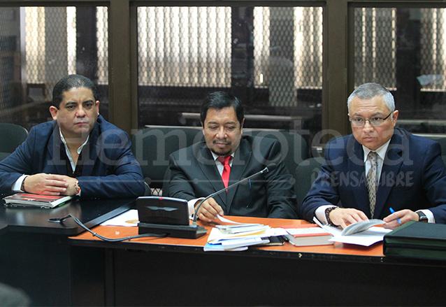 Juan Carlos Monzón y Salvador González, en los extremos, colaboradores eficaces en el proceso de La Línea. (Foto: Hemeroteca PL)