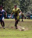 El estadio Buenos Aires, de Chiantla, Huehuetenango, se encontraba en malas condiciones para el juego entre el representativo local y Santa Lucía, en el marco de la fecha 12 de la Primera División (Foto Prensa Libre: Mike Castillo)