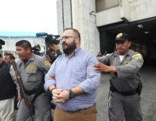 Javier Duarte de Ochoa en su salida de Torre de Tribunales de Guatemala. (Foto Prensa Libre: Hemeroteca PL)