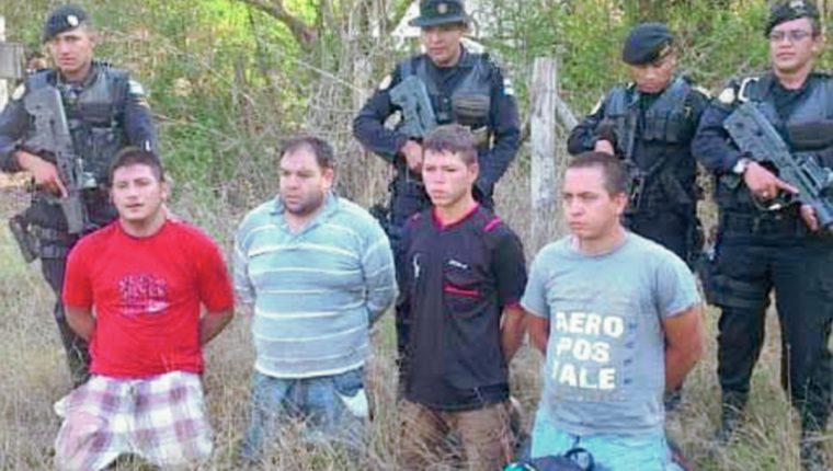 Cuatro hombres fueron capturados en San José La Máquina, Suchitepéquez, en un laboratorio clandestino hallado por la PNC. (Foto Prensa Libre: PNC)