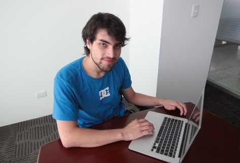 Leonel Samayoa aprendió acerca de  tecnología en forma autodidacta.