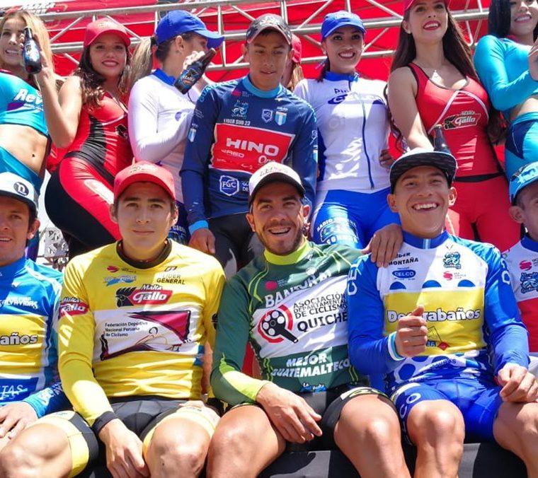 El podio de los ganadores de la segunda etapa de la Vuelta a Guatemala. (Foto Prensa Libre: Carlos Vicente)