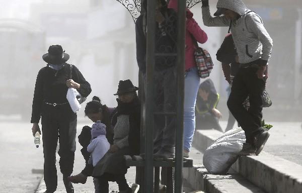 Docena de poblaciones ecuatorianas afectadas por caída de ceniza