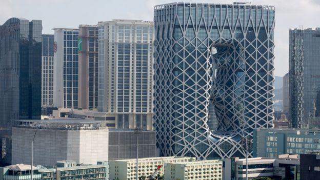 ¿Cómo se sostienen 40 pisos sin columnas? EPA - EFE
