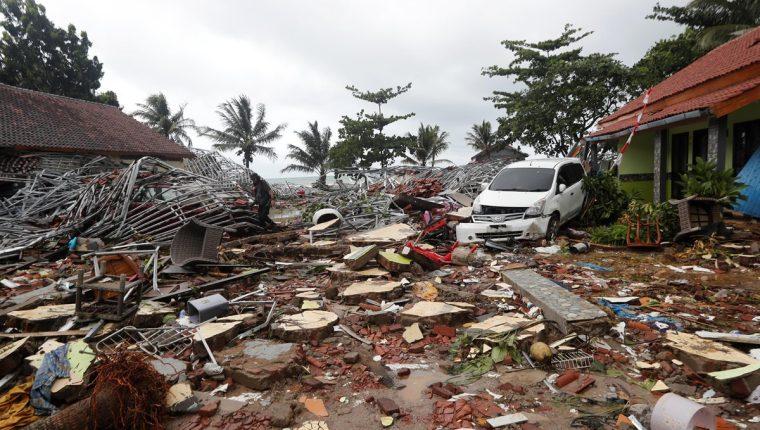 Los daños causados por el tsunami son incalculables en el estrecho de Sonda, que separa las islas indonesias de Sumatra y Java. (Foto Prensa Libre: EFE)