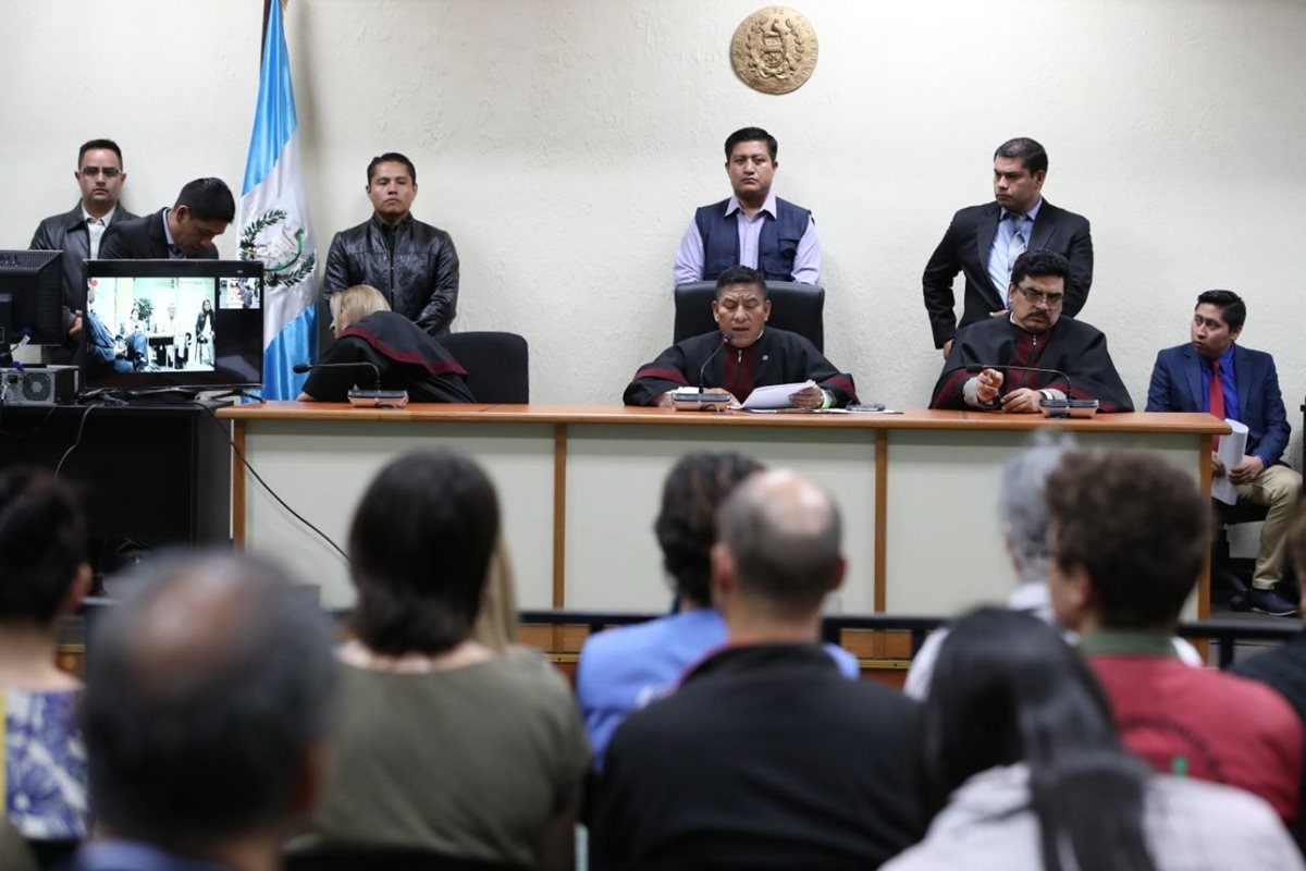 Tribunal de Mayor Riesgo C lee sentencia en contra de militares acusados por la desaparición forzada de Marco Antonio Molina Theissen. (Foto Prensas Libre: Paulo Raquec)