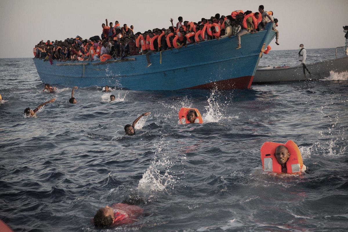 Italia rescata a unos seis mil 500 migrantes frente a costa libia