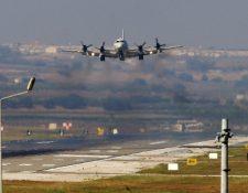 Un avión de EEUU llega a labase aérea de Incirlik, en Adana,Turquía. (Foto Prensa Libre:AFP).