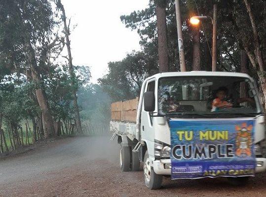 Video: captan a niño cuando manejaba un camión de la Municipalidad de San Cristóbal Verapaz