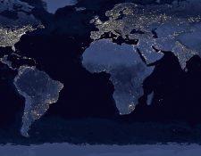 Los usuarios del servicio eléctrico aumentaron en una década y el cielo en las urbes es cada vez más opaco. (Foto Prensa Libre: Hemeroteca PL)