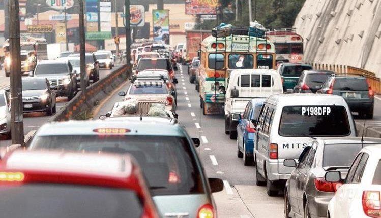 Los taxis, transporte urbano, transporte de carga, y otros son considerados vehículos de trabajo. (Foto, Prensa Libre: Hemeroteca PL).