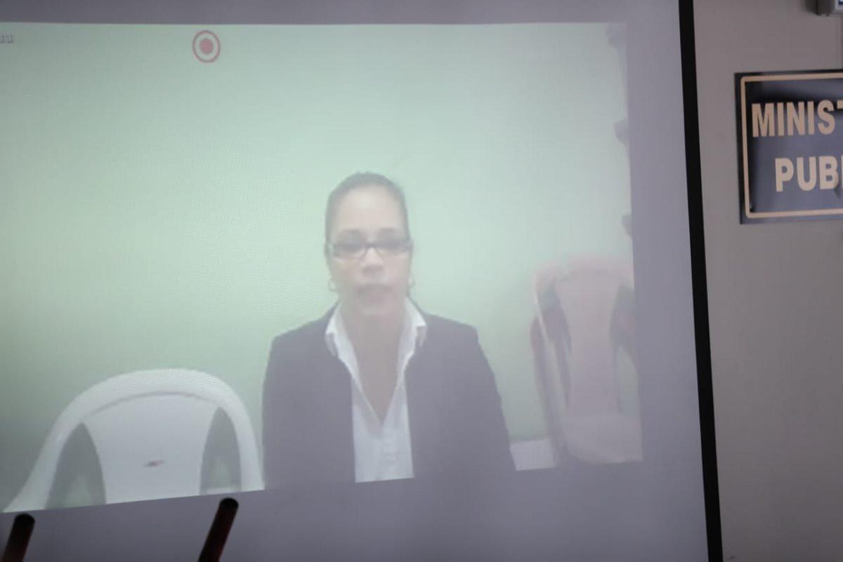 La exvicepresidenta Roxana Baldetti por videoconferencias desde la Cárcel de Santa Teresa. (Foto Prensa Libre: Juan Diego González)