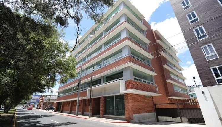 La comisión específica investigará la compra de este edificio por un valor de Q35 millones y que se ubica en la zona 5. (Foto Prensa Libre; Érick Ávila)