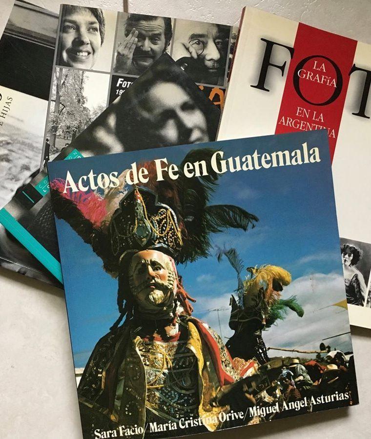 """""""Actos de fe en Guatemala"""", publicado por primera vez en 1980, contó con la participación de Orive (Foto Prensa Libre: cortesía Carolina Vásquez Araya)."""