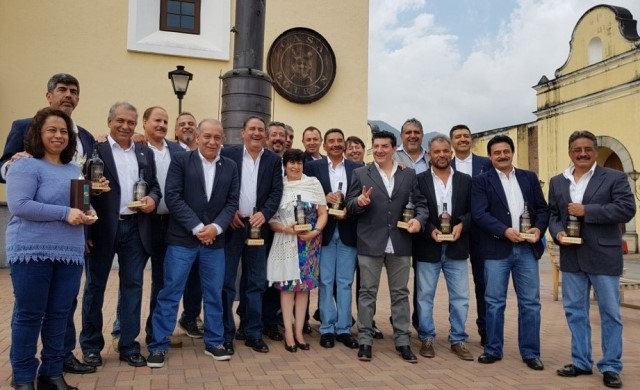 Homenaje a héroes del deporte en Quetzaltenango