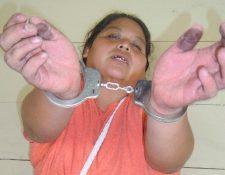 Brenda Elsira  Espital Siguán fue capturada por la PNC cuando fue entregada por pobladores de Santa Lucía Cotzumalguapa, Escuintla, por intentar robar un niño. (Foto Prensa Libre: PNC)