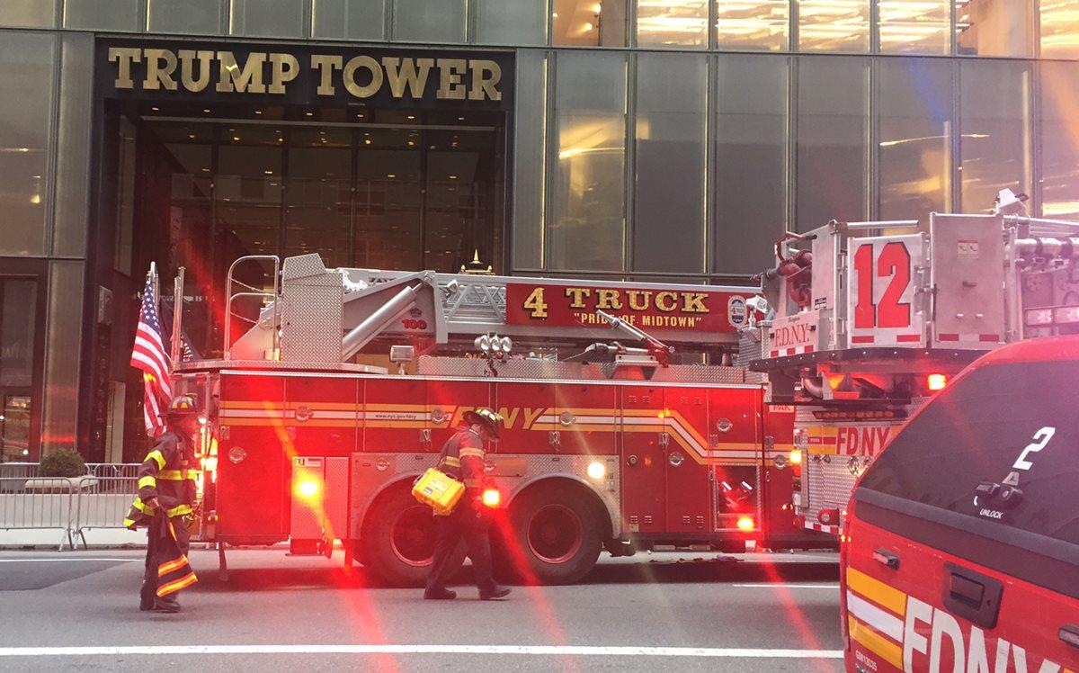 Una persona murió por el incendio en el piso 50 de la Torre Trump en Nueva York. (Foto Prensa Libre: AFP)