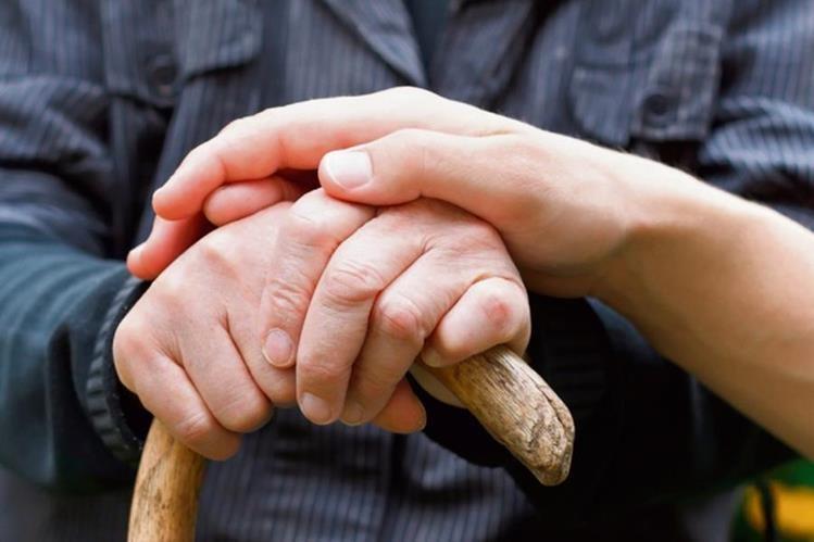 El apoyo familiar es un pilar fundamental para mejorar la calidad de vida del paciente con párkinson. (Foto Prensa Libre: Hemeroteca PL)
