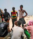 La OIM entrevista a sobrevivientes de grupo que fue lanzado al mar por traficantes en Yemen. (Foto Prensa Libre: EFE)