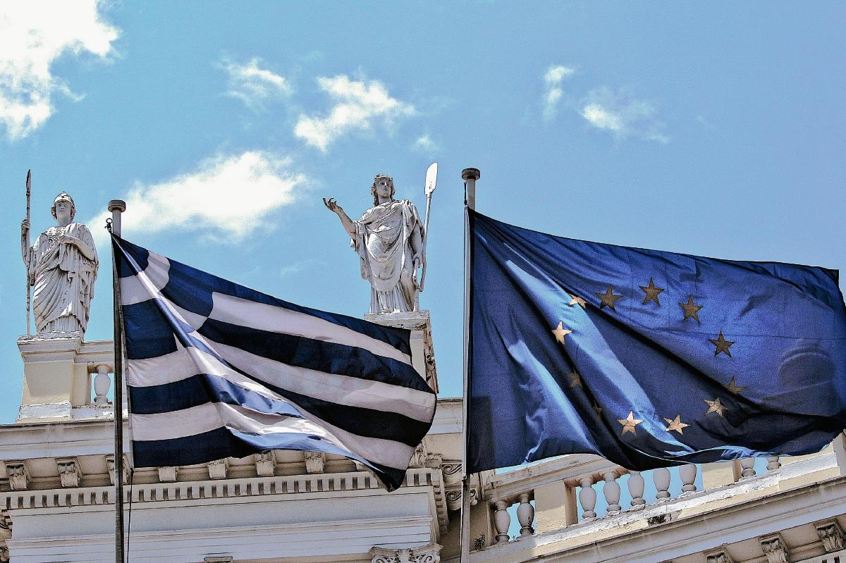 Autoridades griegas mantienen negociaciones para evitar un cese de pagos. (Foto Prensa Libre: EFE)