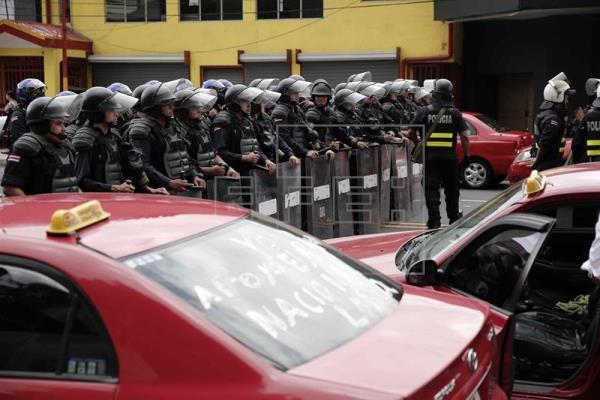 El Gobierno de Costa Rica instó a Uber el martes pasado a abandonar las operaciones en el país hasta que no se regule la actividad por medio de una ley. (Foto Prensa Libre: EFE)
