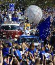 Miles de aficionados recibieron como héroes a los Reales de Kansas City. (Foto Prensa Libre: AP)