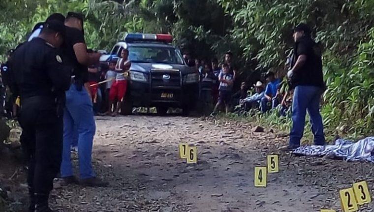 Carlos Armando Felipe Zolano, empleado de una melonera, murió baleado en San Jorge, Zacapa. (Foto Prensa Libre: Mario Morales)