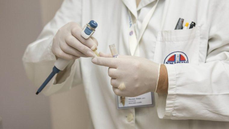 Laboratorios podrían modificar virus que podrían ser letales y convertirse en una pandemia (Foto Prensa Libre: servicios).