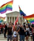 La comunidad gay en EE. UU. celebra la resolución de la Corte Suprema de ese país que legaliza el matromonio entre personas del mismo sexo. (Foto Prensa Libre: AFP).