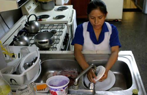 Proponen salario mínimo para el trabajo doméstico