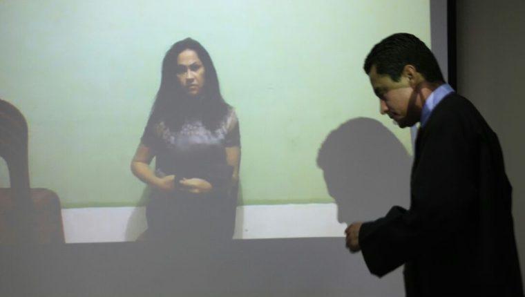 Marixa Lemus presenció la audiencia en su contra a través de videoconferencia. (Foto Prensa Libre: Carlos Hernández)