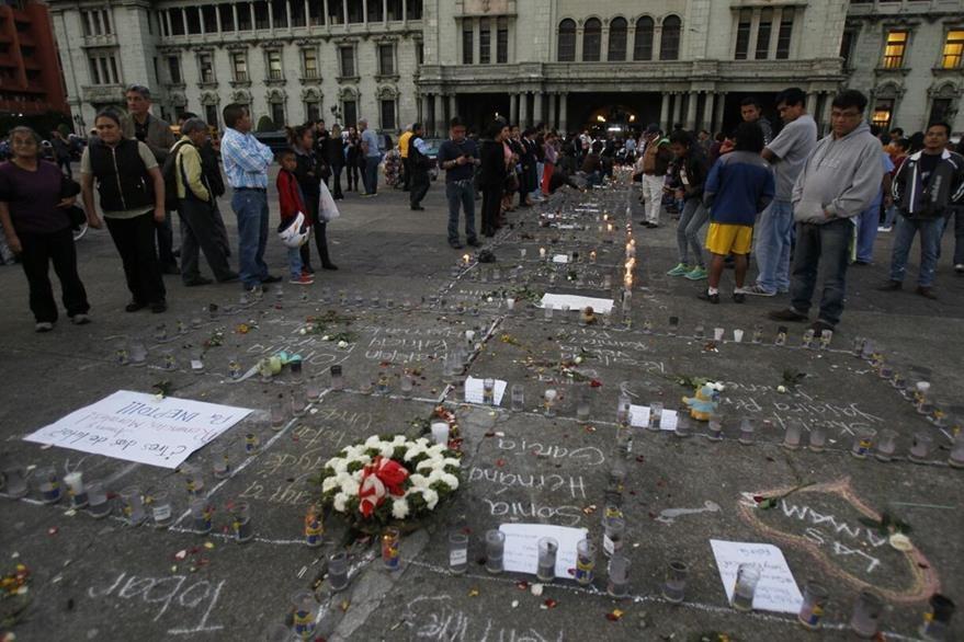 La tragedia en el Hogar Seguro Virgen de la Asunción, que le causó la muerte a 41 niñas y adolescentes, motivó manifestaciones de cientos de guatemaltecos. (Foto HemerotecaPL)