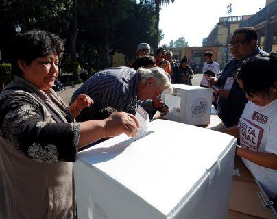 México vota la consulta sobre Tren Maya sin altercados