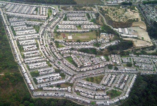 Proyectos actuales de vivienda no se dirigen a la mayor demanda como familias de clase media y resultan ser muy caros.