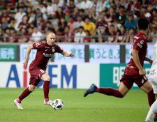 Andrés Iniesta, durante su debut en la Liga de Japón. (Foto Prensa Libre: EFE)
