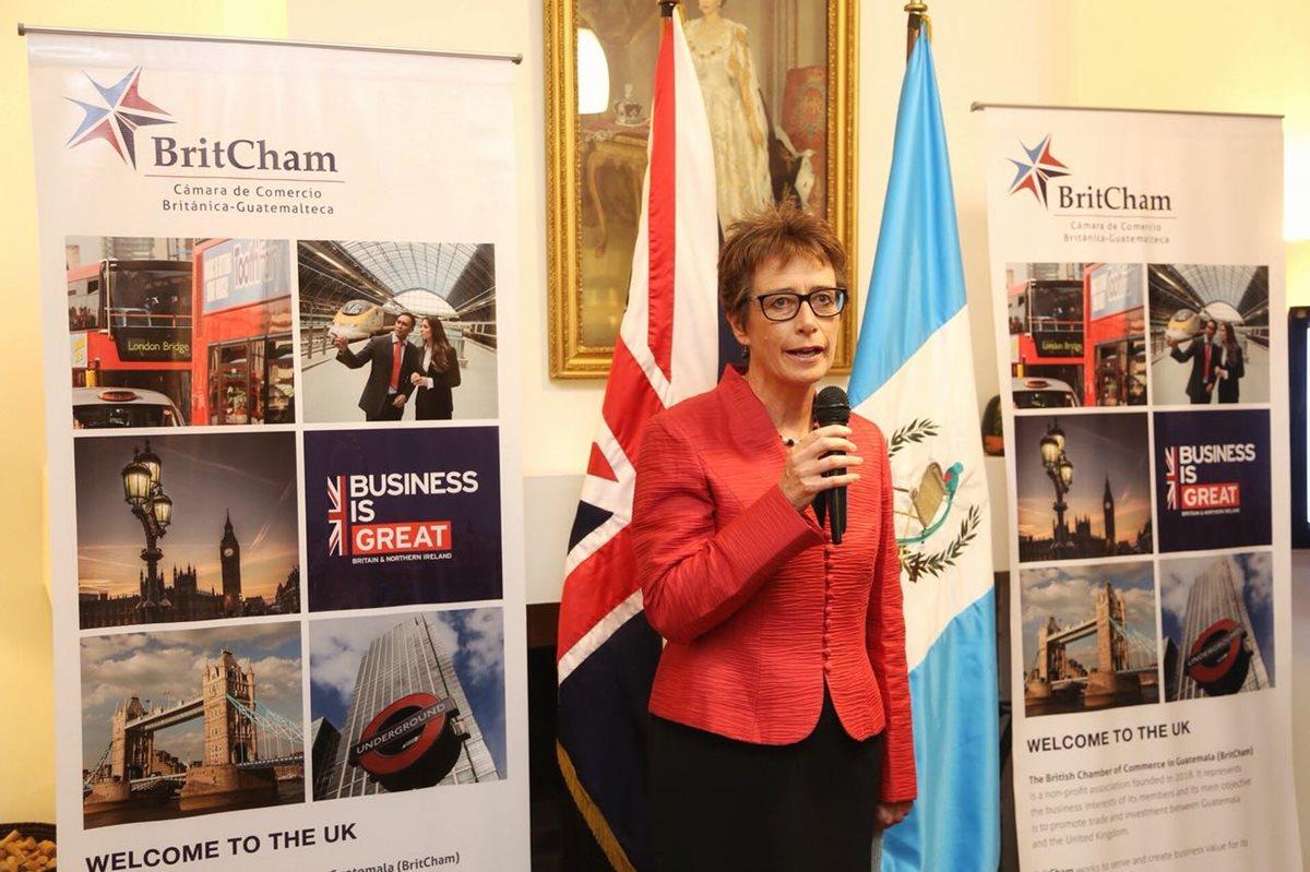 La embajadora de Reino Unido en Guatemala, Carolyn Davidson, presentó la Cámara de Comercio Británica-Guatemalteca (Britcham), en la zona 14 capitalina. (Foto Prensa Libre: Cortesía)