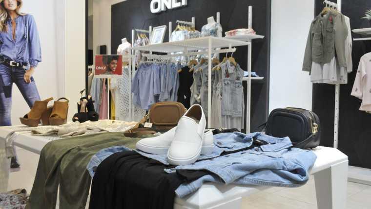 Pasa de un look informal a uno sofisticado y seductor de noche en un instante con estas prendas.(Foto Prensa Libre: Sandra Vi)