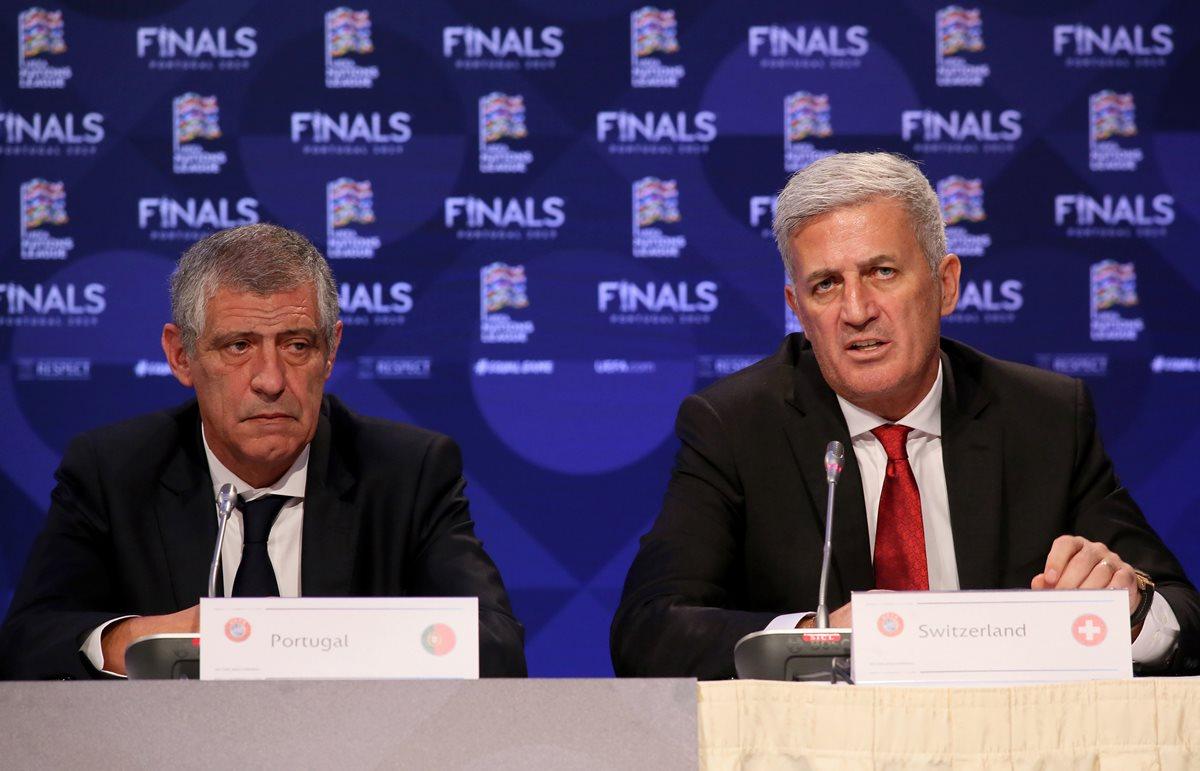 Fernando Santos y Vladimir Petrovic, entrenadores de las selecciones de Portugal y Suiza se enfrentarán en semifinales de la Europa League. (Foto Prensa Libre: AFP)