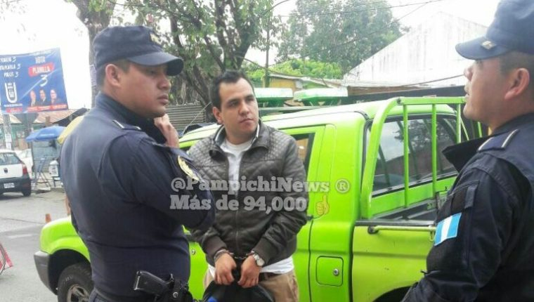 William Augusto Valdez fue detenido en un Transmetro por faltas a la moral. (Foto Prensa Libre: Pampichi News)